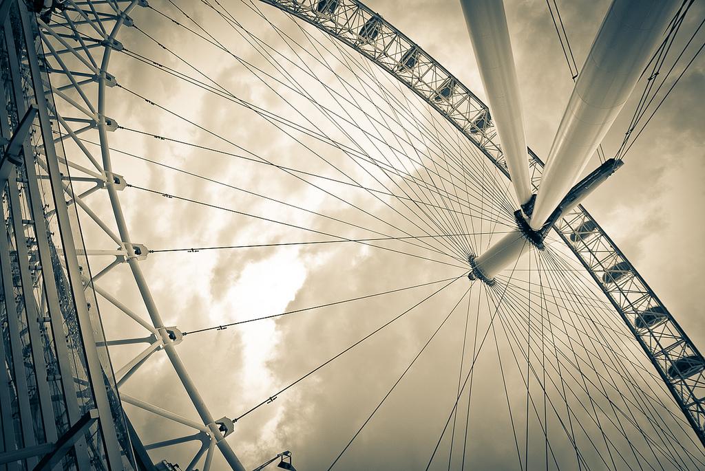 London Eye by Fernando García