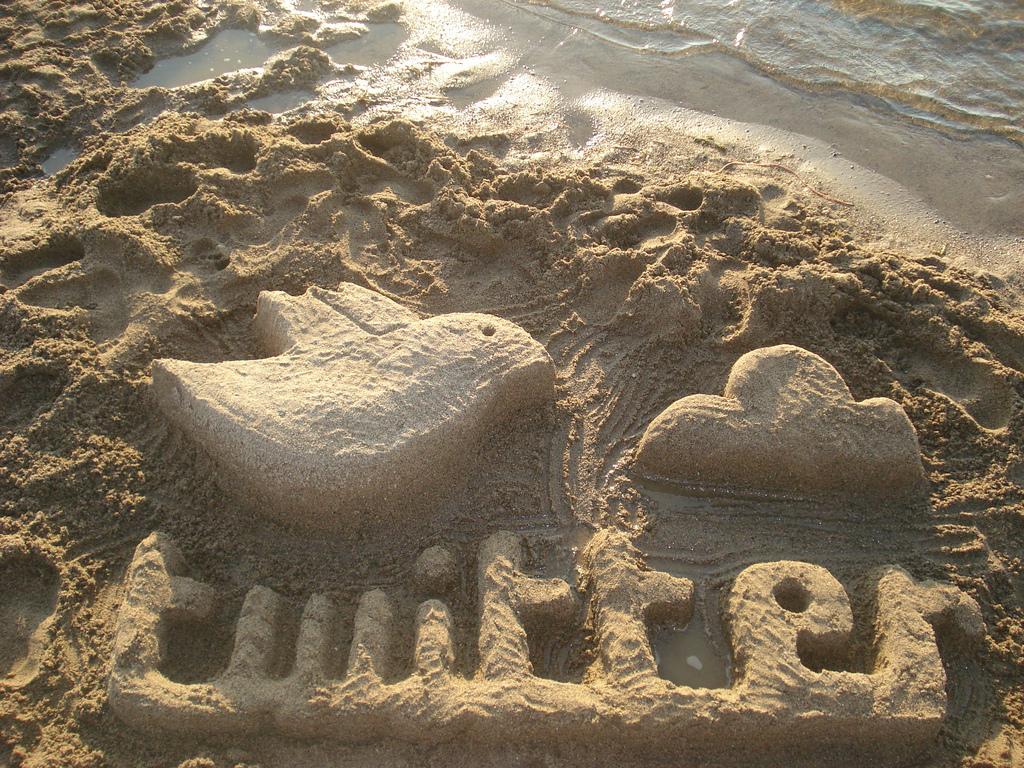 Twitter escultura de arena by Rosaura Ochoa